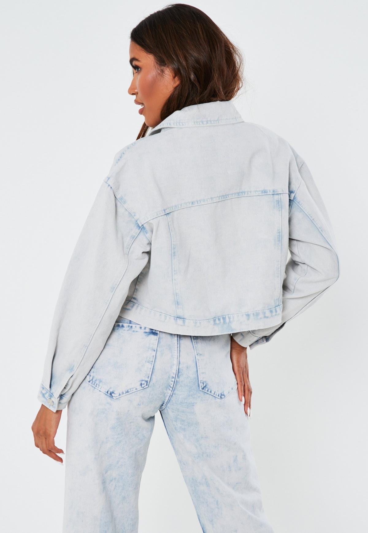 Jasnoniebieska krótka owersajzowa jeansowa kurtka