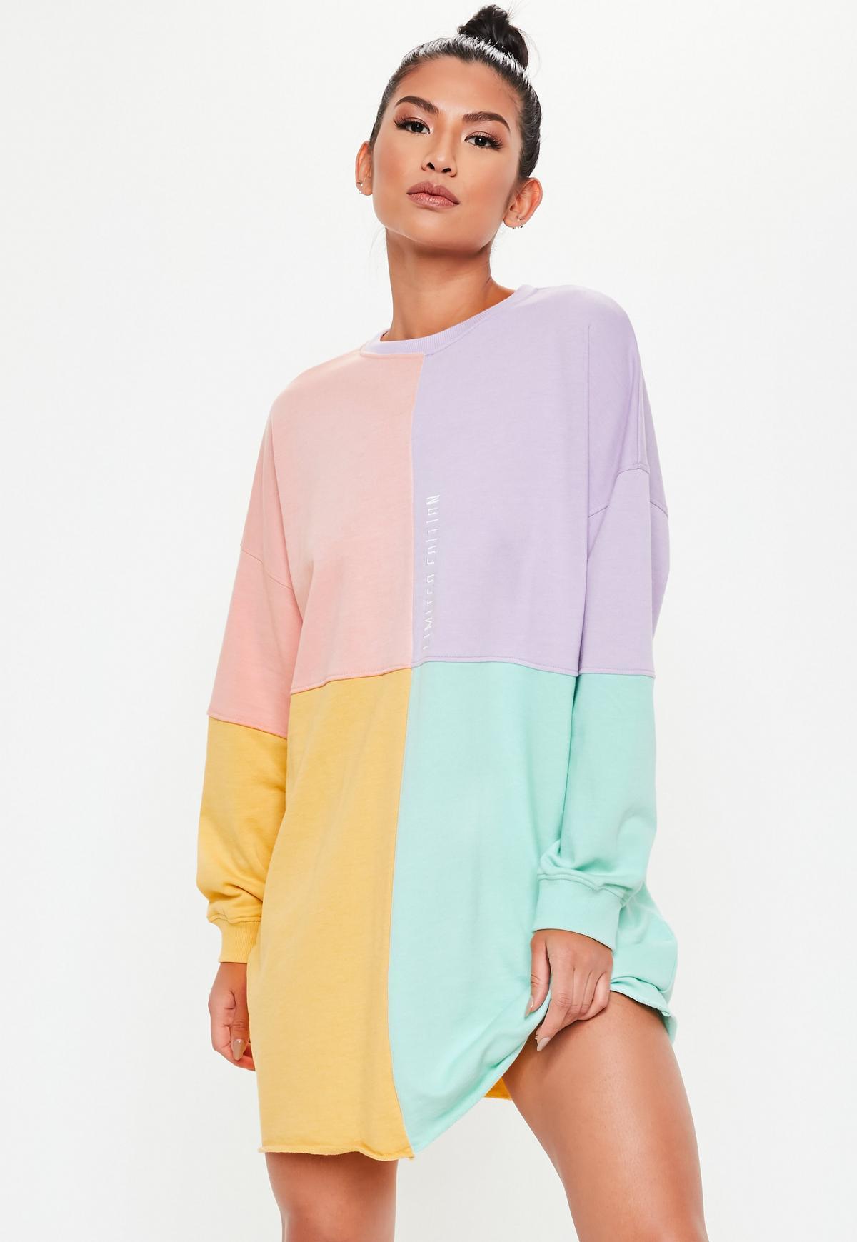 Oversize-Pulloverkleid mit Pastell-Colourblocks in Rosa