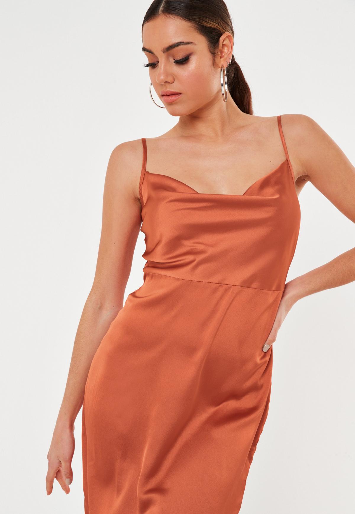 Glamorous Tall - Robe nuisette mi-longue à col bénitier en