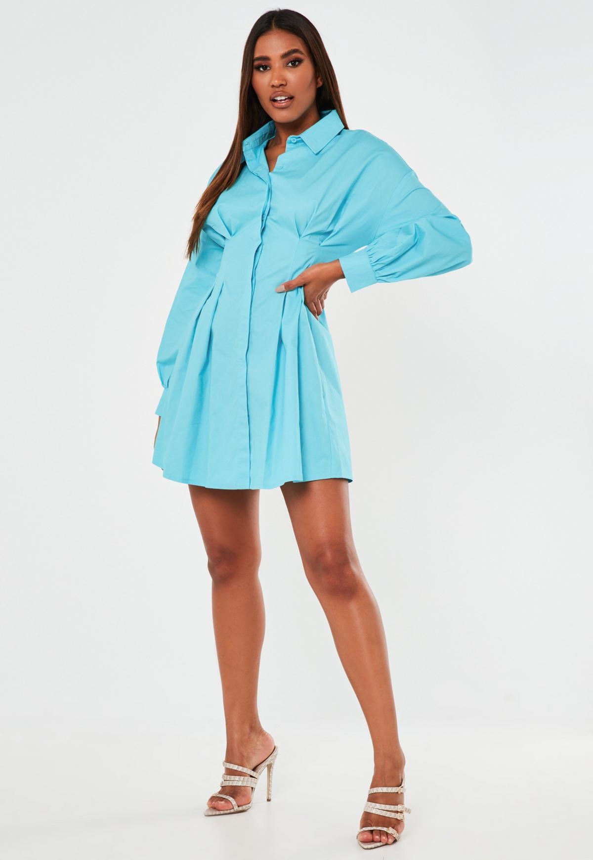 Niebieska rozkloszowana koszulowa sukienka mini