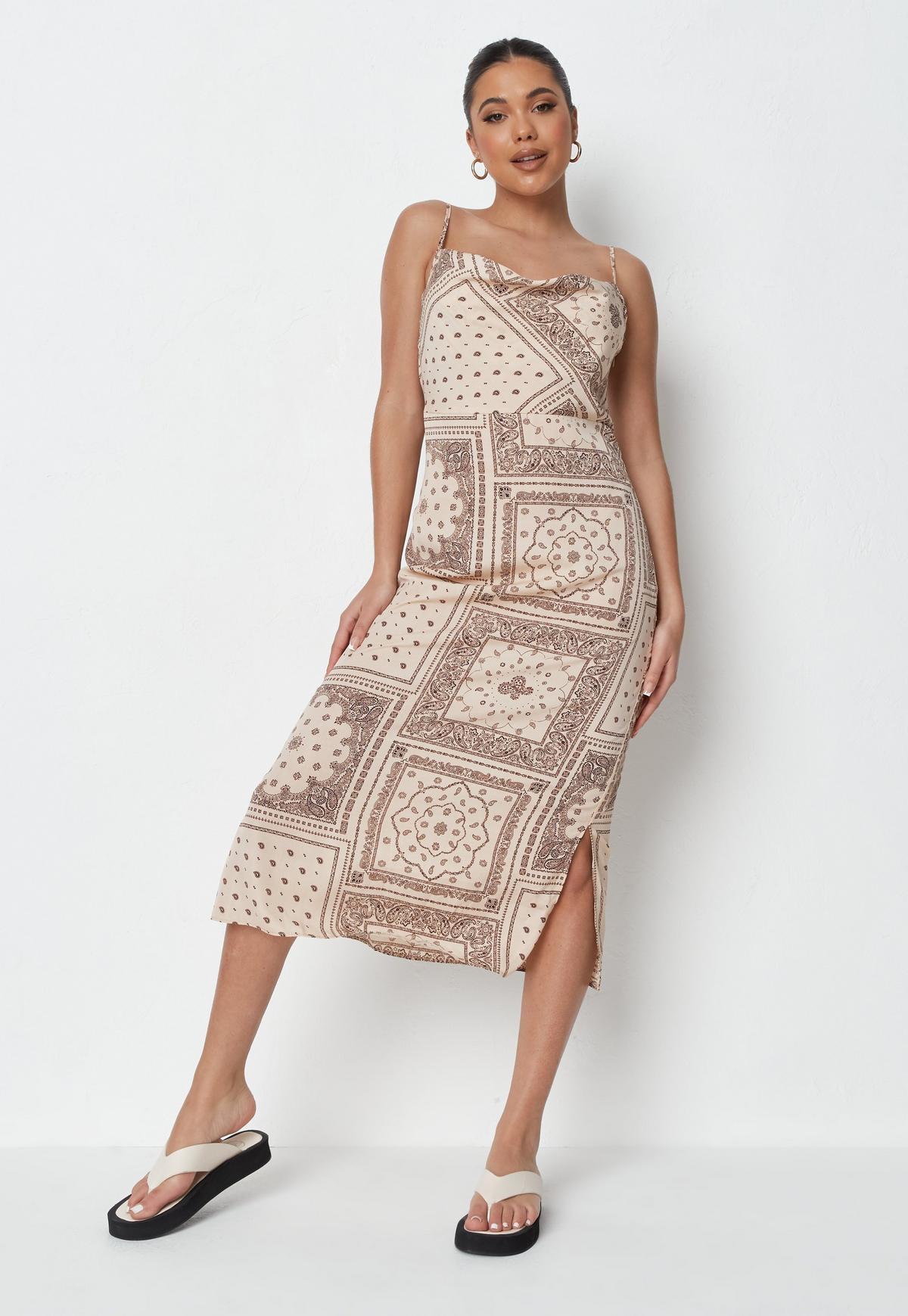 Robe Caraco Mi-Longue Style Nuisette en Satin Rouille à