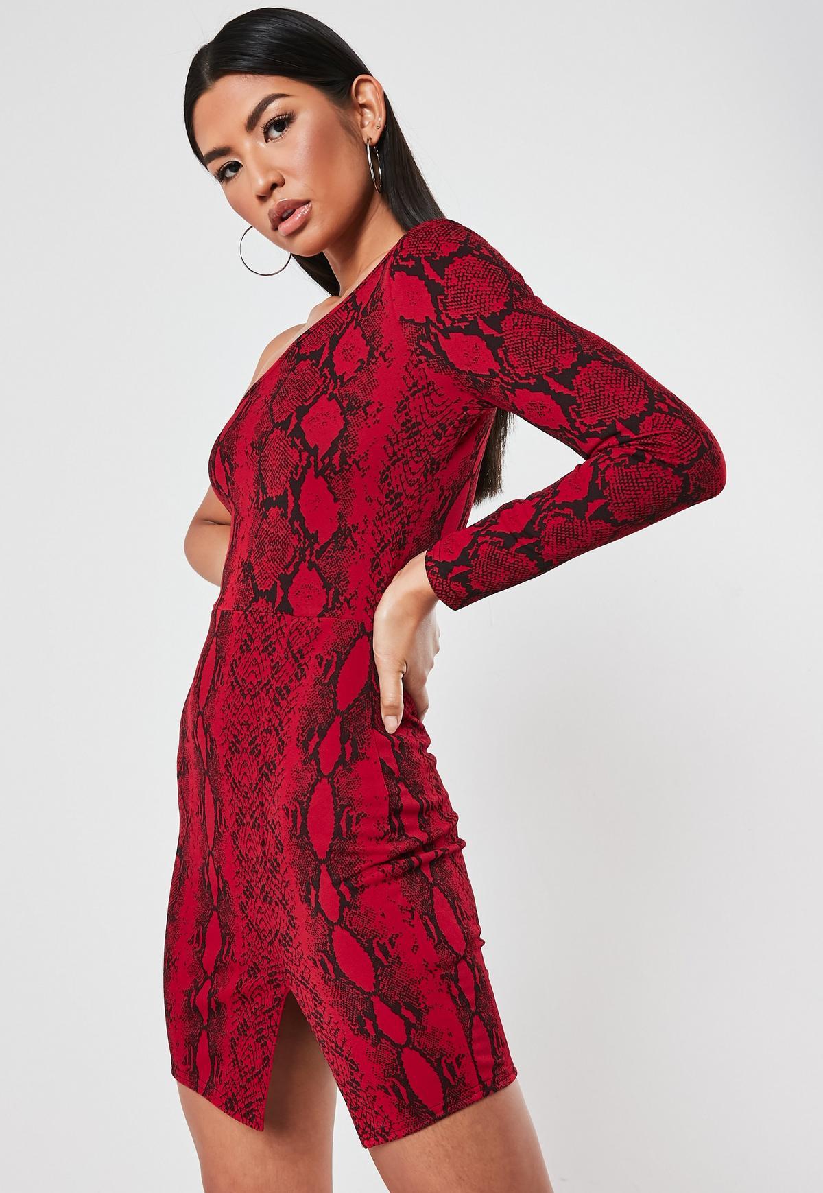 Kurzes Kleid mit langem Ärmeln, Schlangenmuster und Schlitz in Rot
