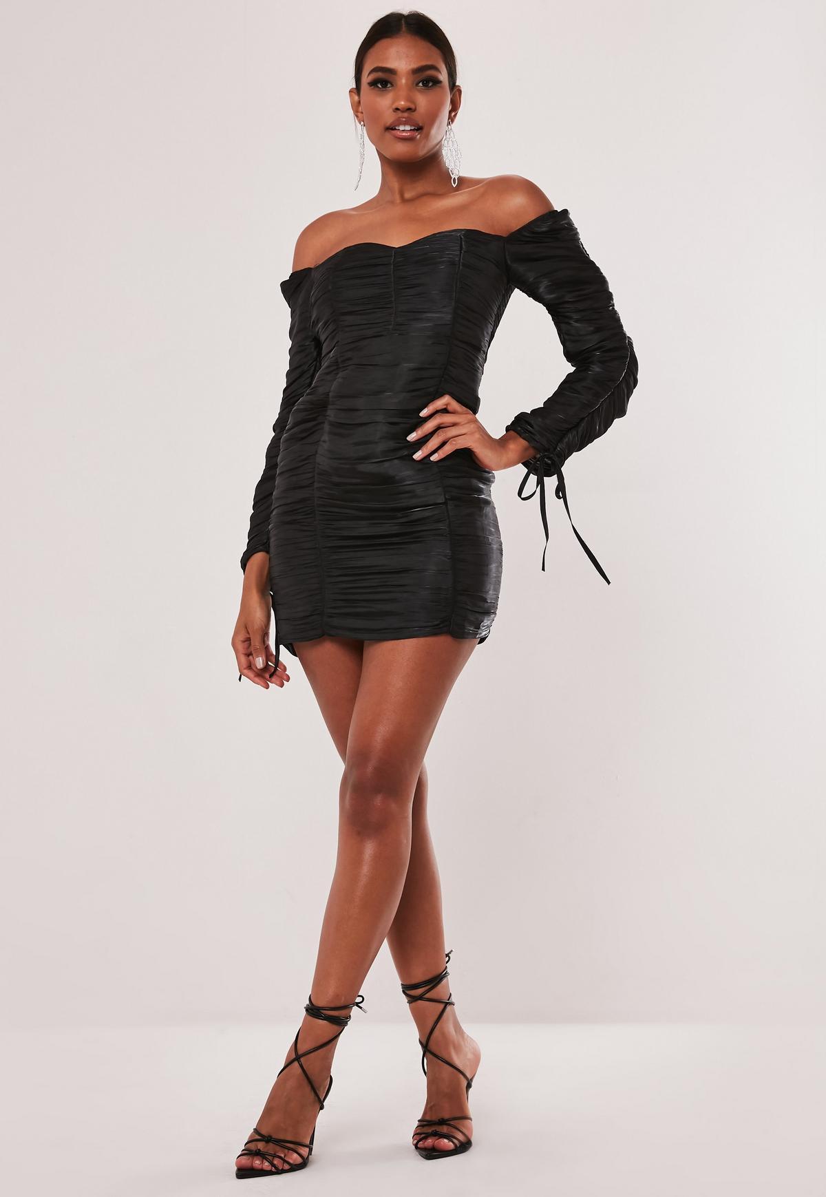 Schulterfreies, enges Minikleid mit Raffung und Schnürung in Schwarz