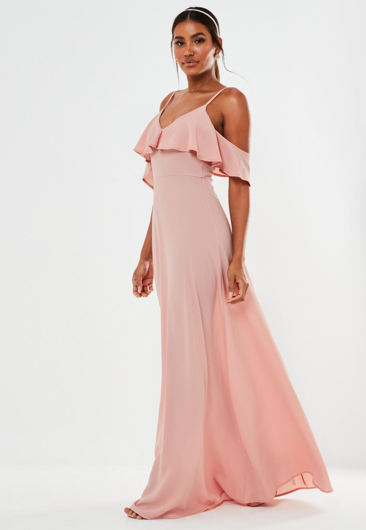 Różowa sukienka maxi na ramiączkach z falbanką