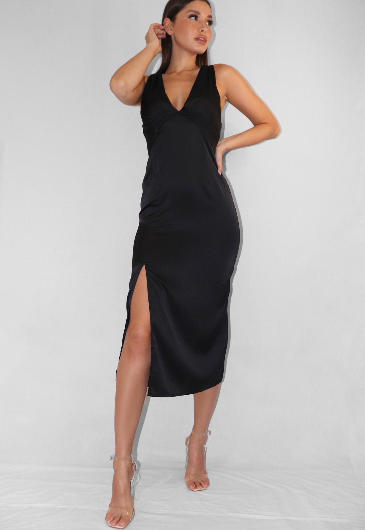 midaxi-kleid aus stretch-satin mit tiefem ausschnitt in schwarz