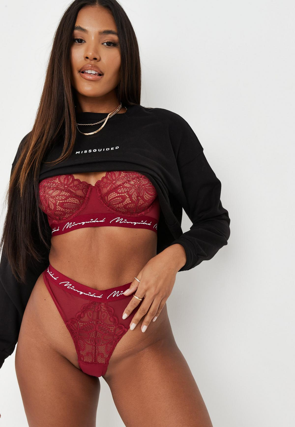 Missguided praised for using models with stretchmarks