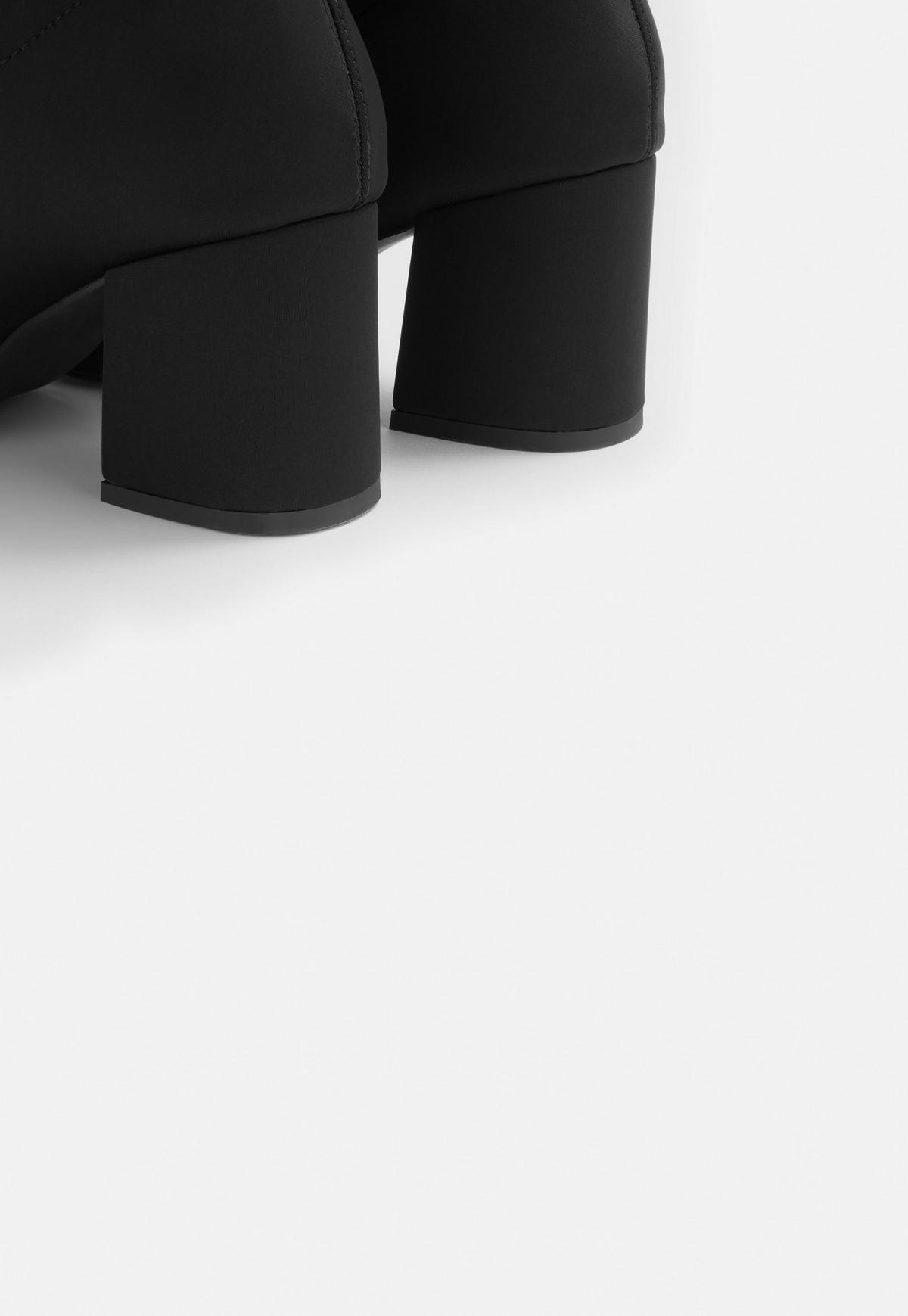 Czarne botki w szpic na średnim obcasie | Missguided