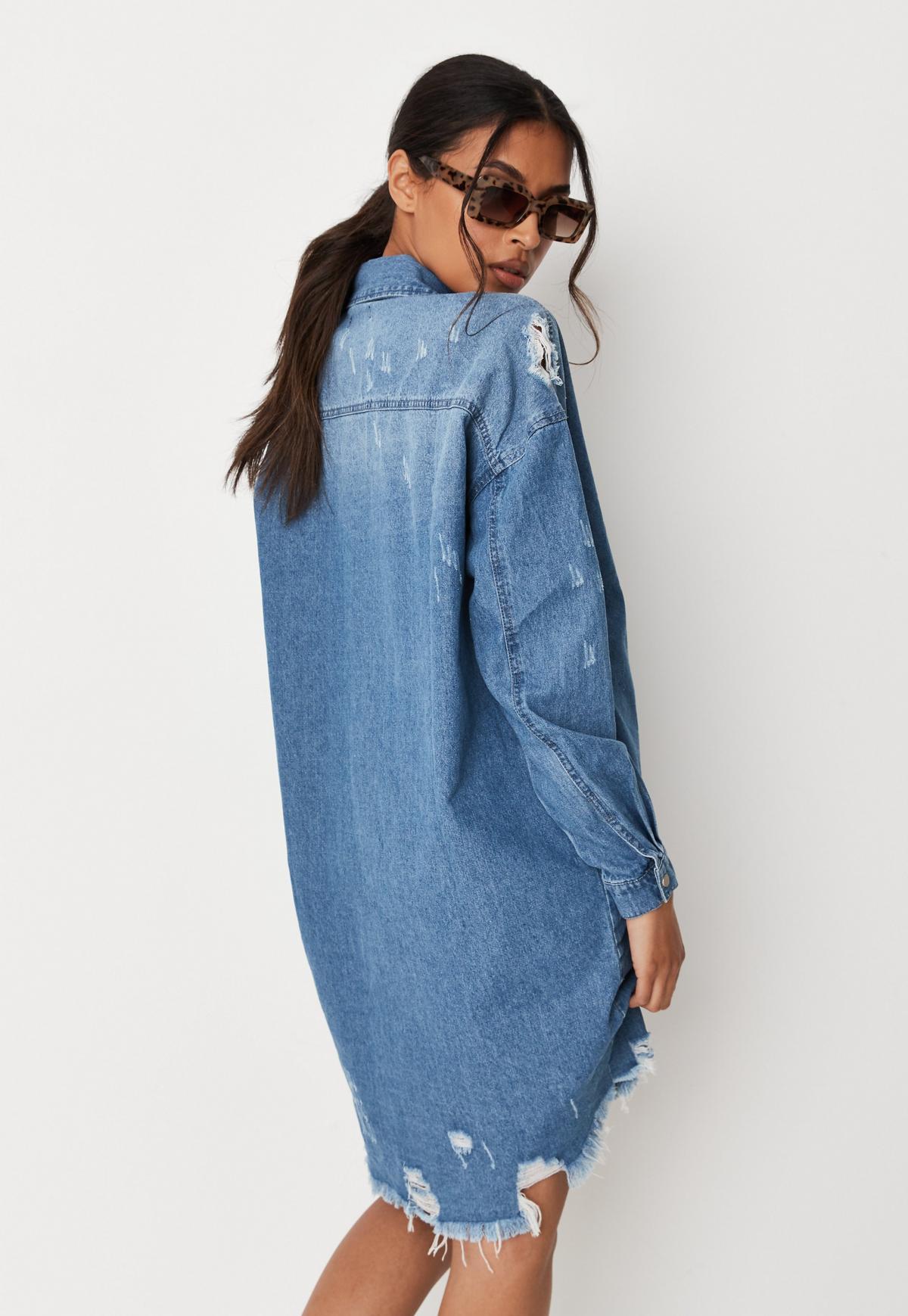 Robe chemise oversize en jean bleu délavé avec effet usé