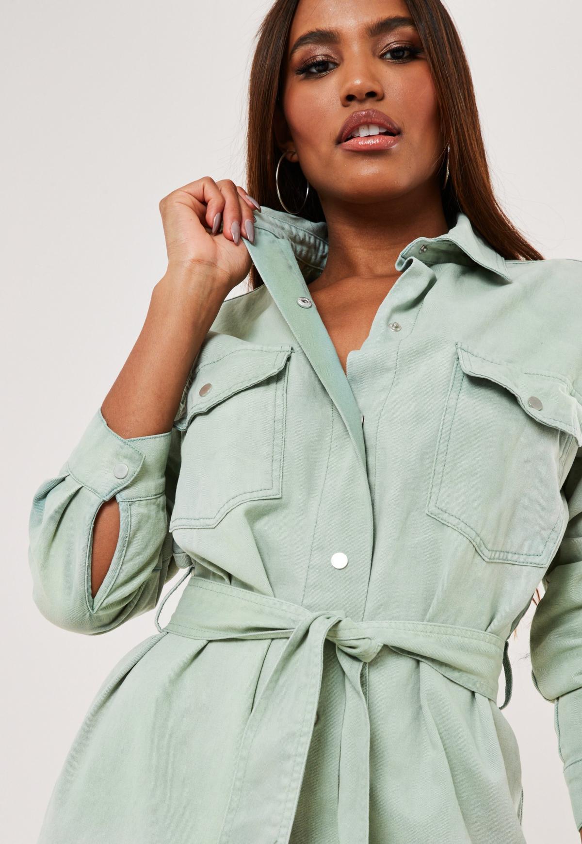 Robe chemise verte en jean oversize avec ceinture