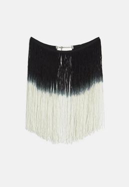 Collar de aros plateados con flecos en negro degradado