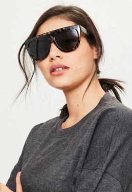 Flache Sonnenbrille mit monochromem Leopardenmuster in Schwarz