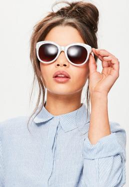 Białe okulary przeciwsłoneczne w perłowych oprawkach