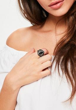 Grosse bague noire avec pierre