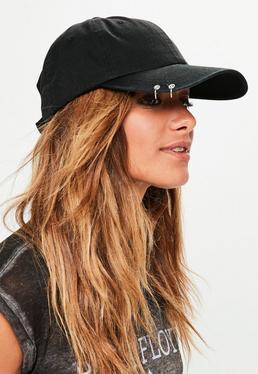 Czarna jeansowa czapka z daszkiem z ozdobnymi kółkami