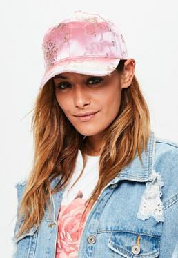 Różowa satynowa czapka z daszkiem w orientalne wzory