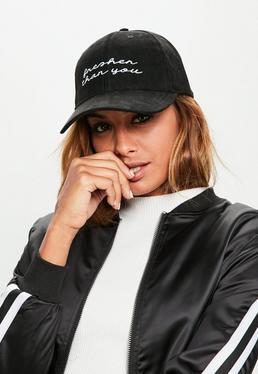 Czarna zamszowa czapka z daszkiem z nadrukiem