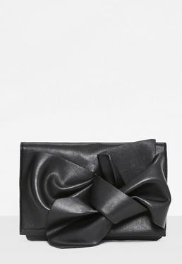 Bolso clutch con lazo en negro
