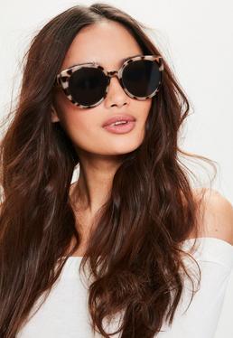 Brązowe okrągłe okulary przeciwsłoneczne w panterkę z płaskimi szkłami