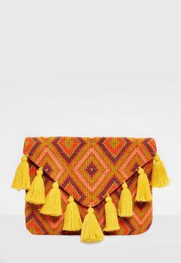 Pomarańczowa torebka kopertówka z ozdobnymi frędzlami
