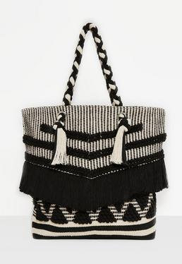 Bolso tricotado con borlas en beige