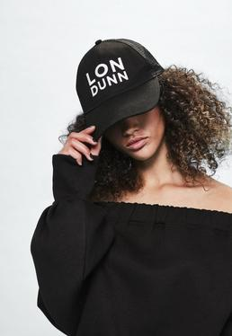 Czarna czapka z daszkiem i logo Londunn + Missguided