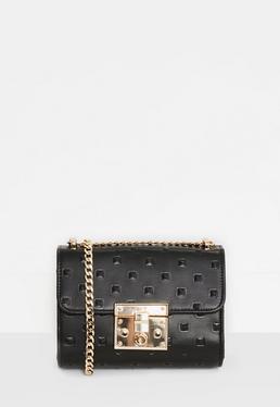 Schwarze Handtasche in Nietenoptik