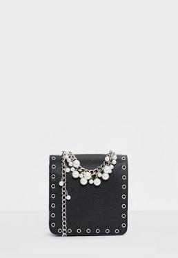 Bolso bandolera de ojales con detalle de perlas en negro
