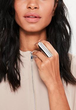 Duży pierścionek w kolorze srebra