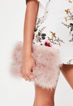 Jasno-różowa torebka kopertówka z piór