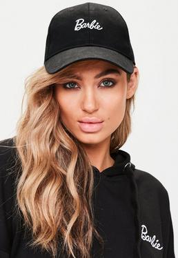 Barbie x Missguided Czarna czapka z daszkiem z logo Barbie