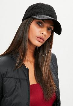 Czarna futrzana czapka z daszkiem