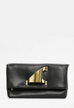Czarna torebka kopertówka z metalowym uchwytem