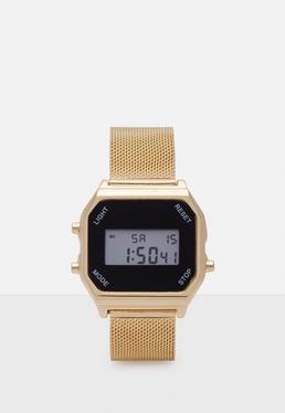 Reloj digital con correa metálica en dorado