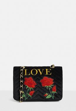 Czarna torebka z kwiatowym haftem