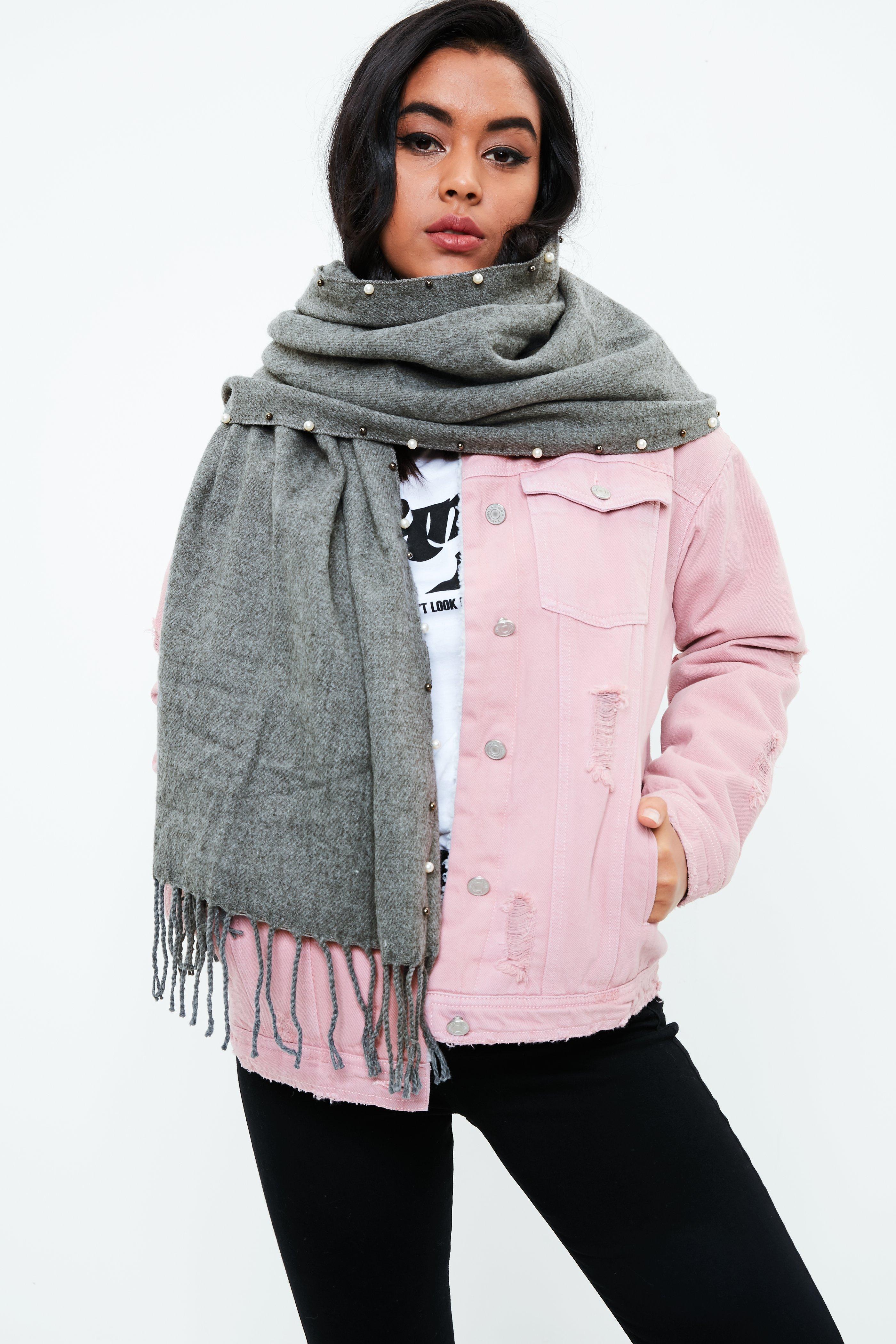 Grauer Schal mit Perlen-Saum   Missguided
