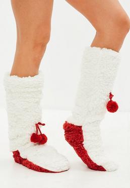 Biało-czerwone grube świąteczne skarpetki z pomponami