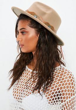Brązowy westernowy kapelusz z paskiem