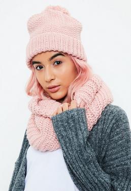 Écharpe-tube et bonnet tricotés rose