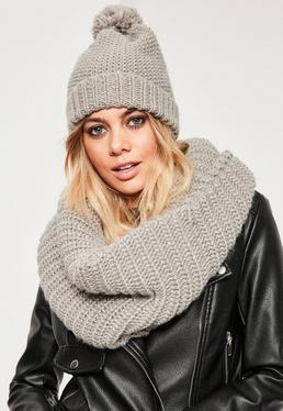 Écharpe-tube et bonnet tricotés gris