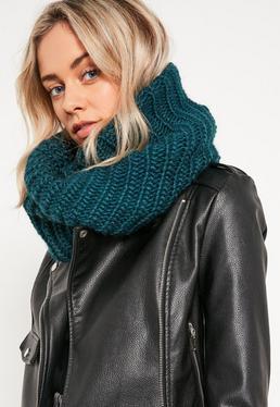 Écharpe tricotée verte
