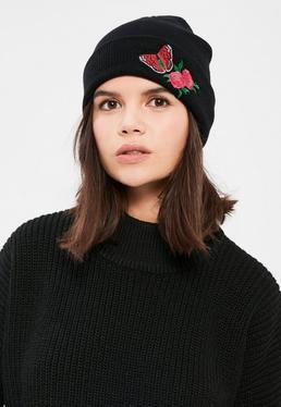 Czarna czapka z kwiatowym naszyciem