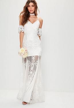Vestido largo de novia con hombros descubiertos con encaje en blanco
