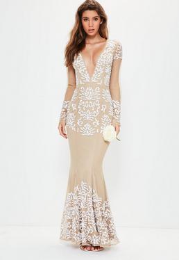 Ślubna beżowa zdobiona sukienka maxi z głęboko wyciętym dekoltem i długimi rękawami