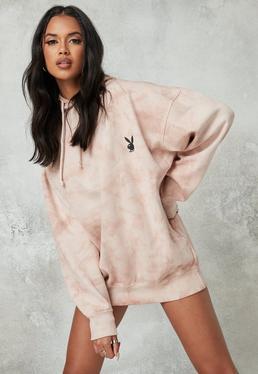 Playboy x Missguided Vestido sudadera oversize con capucha de tie dye en marrón grisáceo