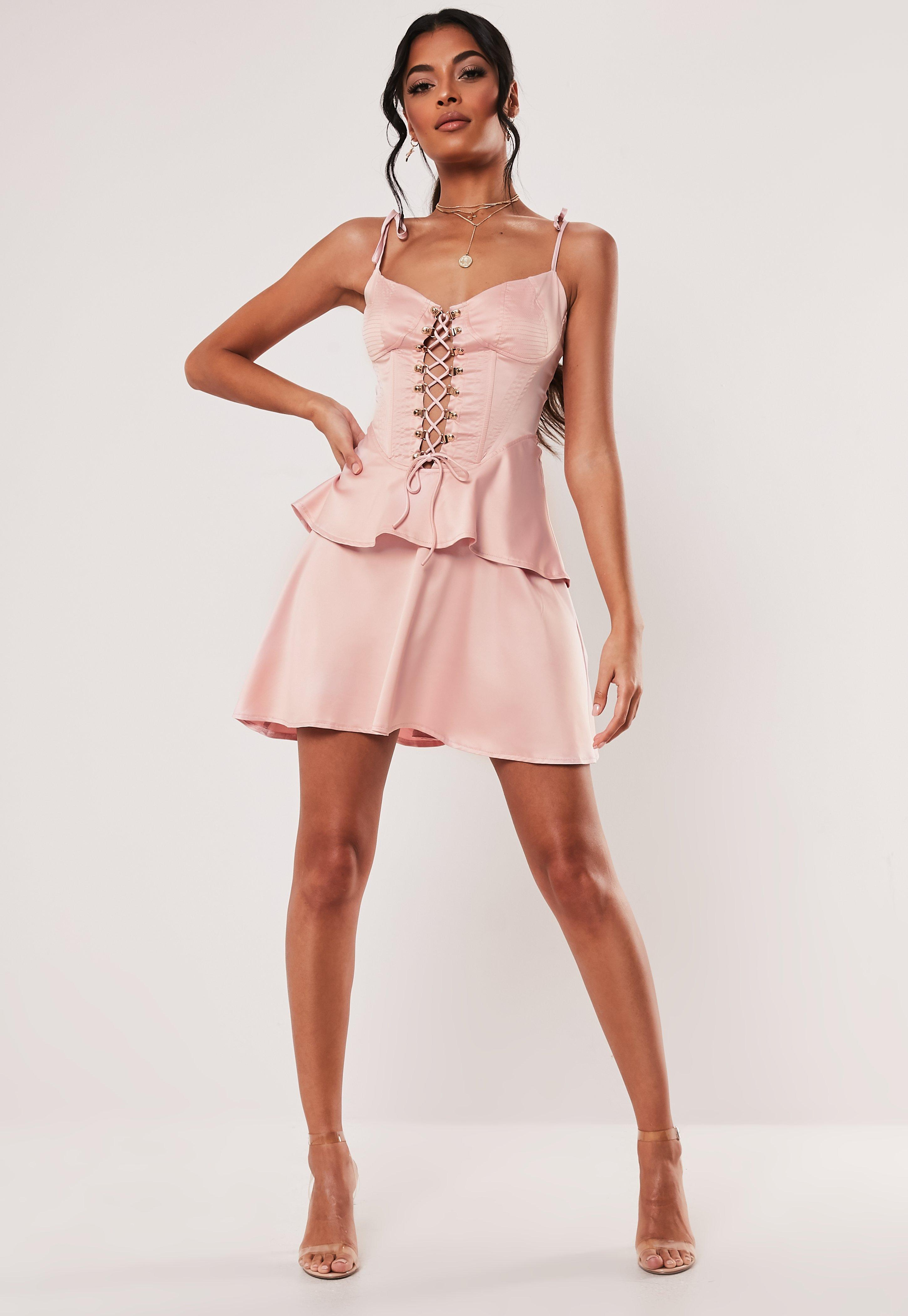 e94caec8144 Skater Dresses - Full Skirted Fit & Flare Dresses | Missguided