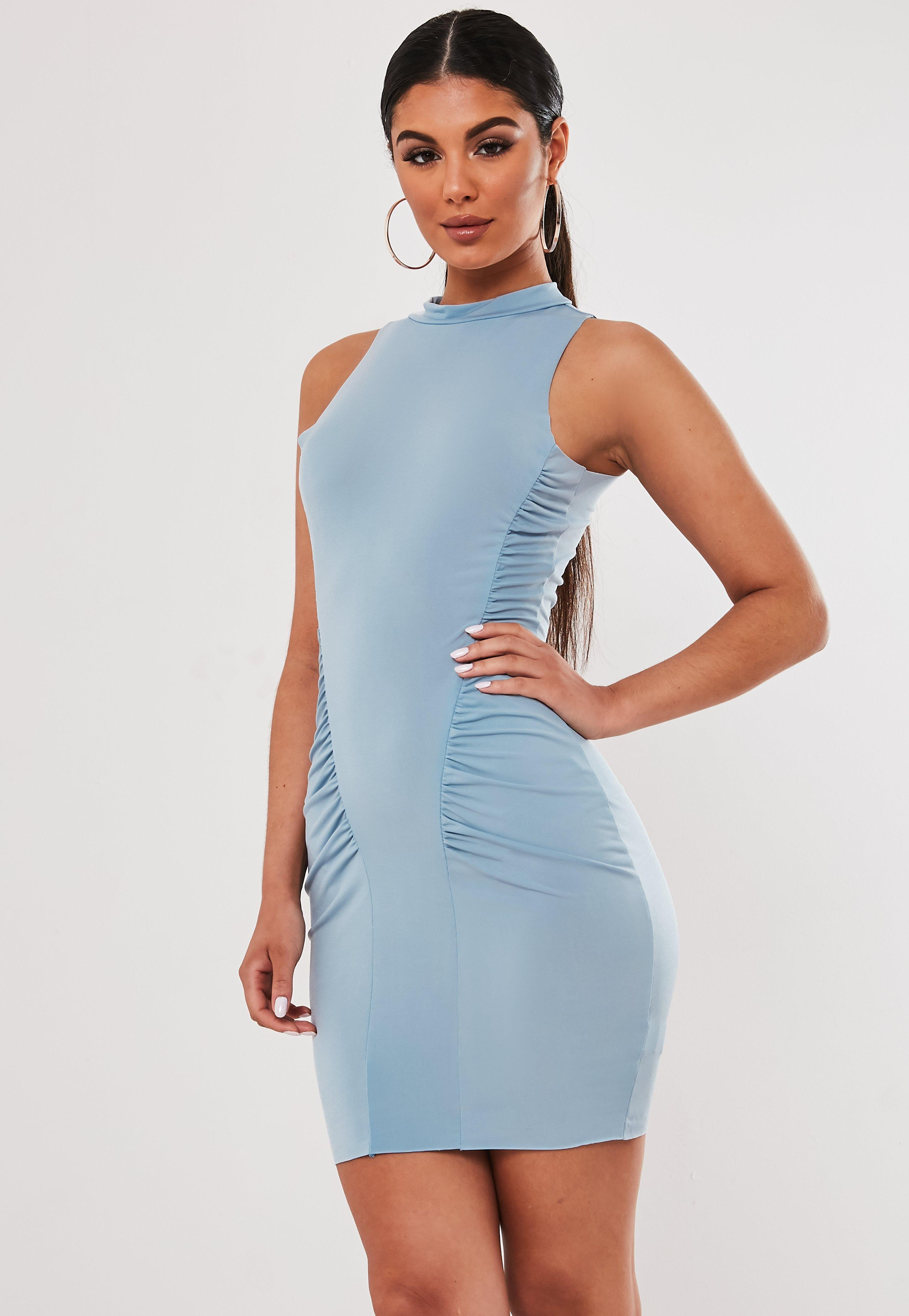 472ceb0b10d7 Vestido corto sin mangas de cuello perkins fruncido en azul