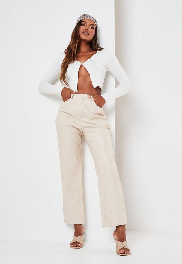 Artikel klicken und genauer betrachten! - Hose aus Kunstleder mit geradem Bein und Naht-Detail in Elfenbein   im Online Shop kaufen