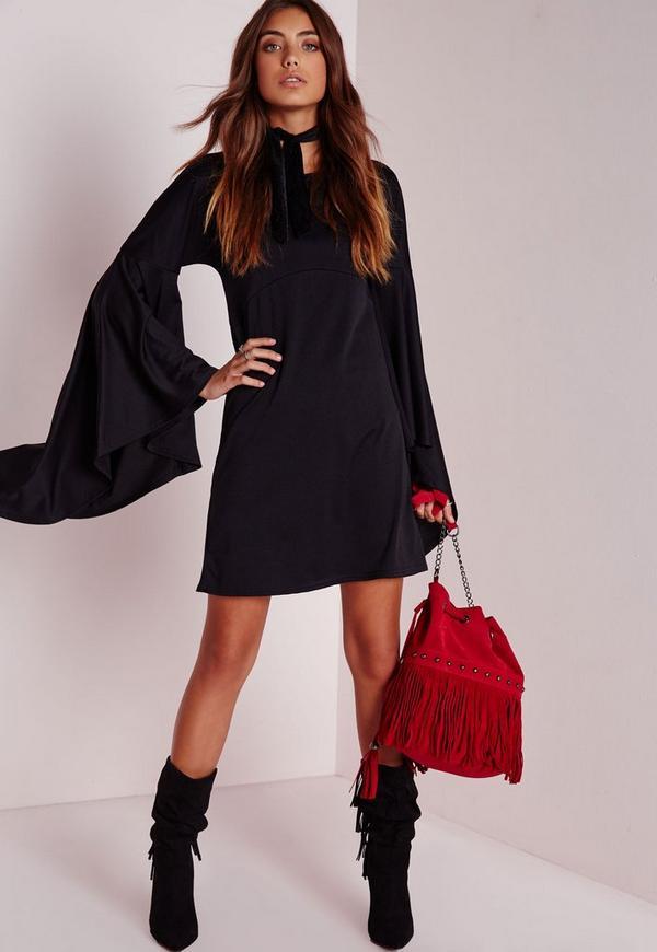 Robe noire courte manches longues