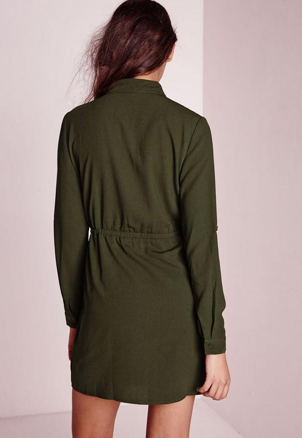 79742a8c05b8b ... Robe-chemise vert kaki avec cordon à la taille. Précédent Suivant