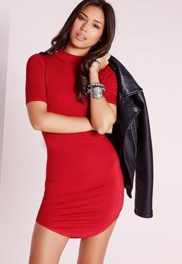 kurzärmliges Kleid mit abgerundetem Saum in Rot